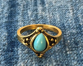 Vintage Estate Faux Turquoise Gold Tone Ring-Unsigned