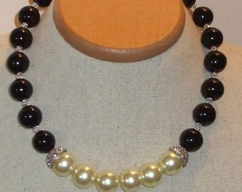 Black and White elegance choker necklace Version 1