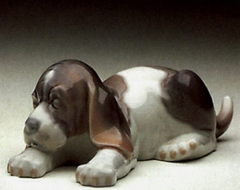 Collectible Retired Vintage Spanish Porcelain Figurine Lladro Sleepy Puppy # 1072 G Mint