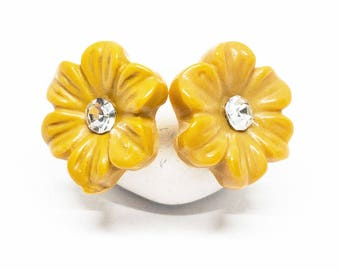 Mookite Gemstone . 13mm Carved Flowers . Sterling Silver Posts Studs Earrings . Yellow Flower Posts . Free Shipping . E18020