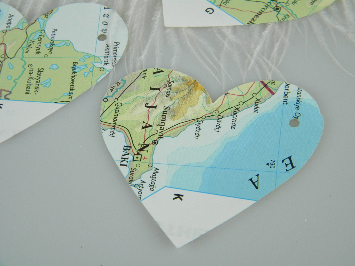 World maps recycled gift tags destination travel theme large heart 350 gumiabroncs