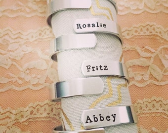 Set of 6 napkin rings, personalized for family dinners. Wide style