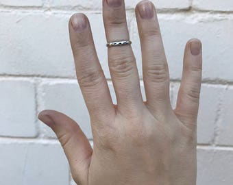 Simple Stamped Midi Ring