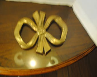 Ribbon Shaped Brass Trivet