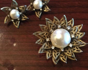 Vintage 1950's brooch with matching earrings