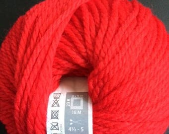 100% wool yarn to knit KINNA Red No. 004 white horse