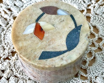 Small Stone Pot for Trinkets and Treasures with Pietra Dura Inlaid Mother of Pearl and Other Stones Round Jewellery Storage Gift Box (6