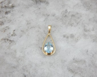 Balanced, Simple And Substantial Aquamarine And Gold Pendant 3WXCTF-D
