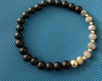 Labradorite, beaded bracelet, matte onyx