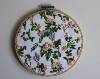Round embroidery flor
