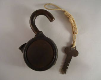 Yale and Towne Rare Padlock and Key, Heavy 1920s The Yale & Towne MFG. CO Working Lock and Key