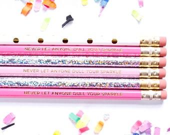 Ne jamais laisser quelqu'un ternir votre éclat, lot de 6 crayons hexagonales, cadeau de professeur, gravé de crayons, Stocking Stuffer, hologramme, TED078-PNCL