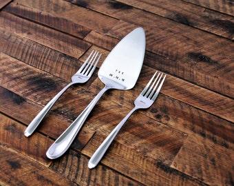 Wedding Cake Cutter - Cake Server Set - Cake Knife - Personalized Forks - Wedding Gift - Bride & Groom Serving Set - Cake Cutter Fork Set