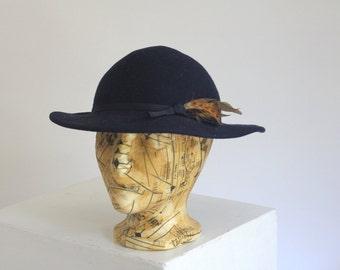 Vintage plume blue hat with feathers & bow felt english Salisburys women