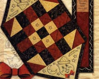 Primitive Folk Art Patchwork and Hand Embroidery - Fright Night October Table Mat Pattern - Kathy Schmitz Studio
