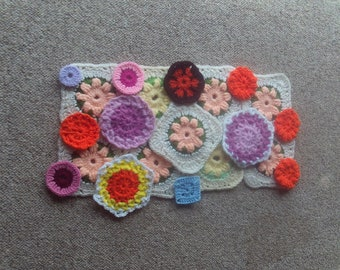 Crochet,squares,circles,flowers,afghans,lapghans,bags,clothing,crafts,supplies,yarn,mix bag,appliques,21 pieces