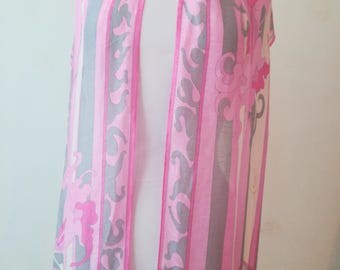 Emilio Pucci pink scarf in linen and silk.