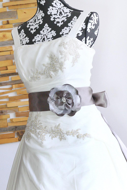 Brautgürtel Taupe mit Blumen Braut-Gürtel Taupe grau