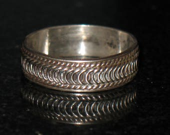 Vintage Textured Sterling SIlver  Ring Band 925 Size 8