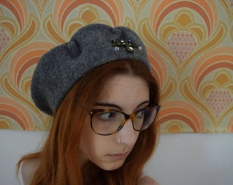 Wool beret vintage 1990's hippy chic grey rhinestones brooch / / Vintage 1990s beret hat rhinestone brooch hippy chic whool french made