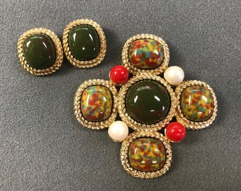 Mint Condition NOS Sarah Coventry Red and Green Brooch and Clip Earrings Demi-parure Set. Free shipping.