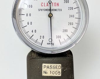 Vintage Medical Device Clayton Sphymomanometer Blood Pressure Meter ref. 19373