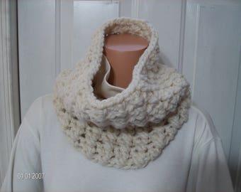 Crochet Chunky Cowl in Pretty Cream