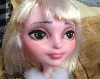 Monster High repaint or Ever After repaint