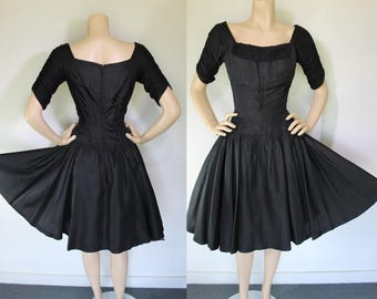 Vintage 50s Dress / 50s Black Dress /  50s Shelf Bust Dress / Vintage Circle Skirt / Vintage 50s PARTY Dress
