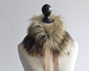 Christmas SALE 10% OFF Faux fur collar in beige and black. Beige black faux fur neck warmer. Womens faux fur collar with beige ribbon.
