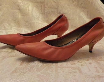 Vintage Kitten Heel Pink Leather Pumps sz 7 B 1960's