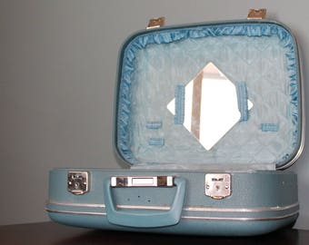 Vintage 1950 / 60 Carry on Suitcase