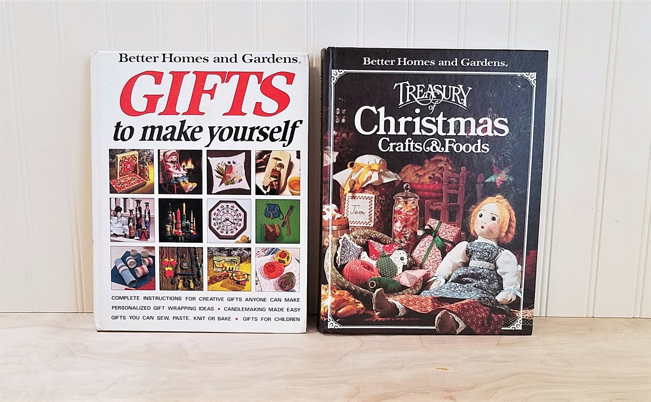 Vintage christmas books 2 better homes and gardens gifts to make yourself treasury of christmas crafts and foods book diy christmas decor zoom solutioingenieria Choice Image