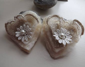 Pair of gorgeous, bridal, shoe clips with lace, embroidered daisy, pearly bead and felting