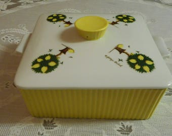 Vintage Georges Briard ceramic casserole serving dish, Georges Briard, 1950's ceramic kitchenware, 1950's kitchenware, yellow ceramic ware