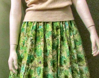 """1950's Full Circle Skirt with Grean Floral Print  Waist Size 22"""" True Vintage"""