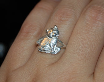Seated Cat Ring in Vintage Silver #BKC-KRNG97