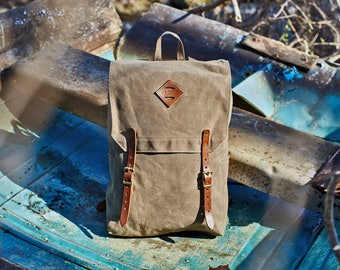 The Day Tripper Backpack - Field Tan