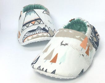 Baby Moccs: Mountains and Foxes / Baby Shoes / Baby Moccasins / Childrens Indoor Shoes / Vegan Moccs / Soft Soled Shoes / Montessori Shoes