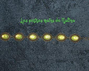 Green cabochon bracelet