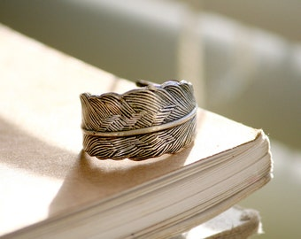 Antiqued Silver Feather Adjustable Ring  (Modern, Motif, Festival, Bohemian, Hippie)