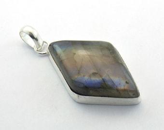 Sobber & Shiny Labradorite Jewelry-15 Gms Labradorite sterling silver Pendant - Cabochon Pendant - Very nice Labradorite jewelry - P-1172