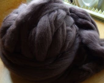 Merino Raven Black Wool Roving 100 grams