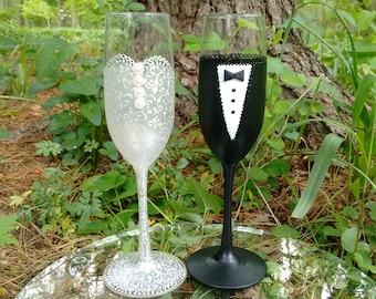 WEDDING GLASSES,Wedding Flutes,Weddings,Pearl Black Weddings,Bride Groom Glasses,Wedding Gift,Pearl Wedding Dress,Toasting Flutes Set of 2
