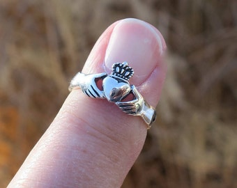 Vintage  925 Sterling Silver Claddagh Ring With Braided Band