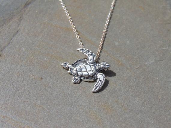Kabana small sterling silver sea turtle pendant on light te gusta este artculo aloadofball Choice Image