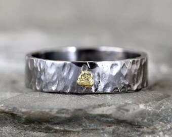 Gold Nugget Wedding Band - Natural Gold Nugget - Black Sterling Silver Hammered Wedding Bands - Rustic Jewellery for Men - 6mm
