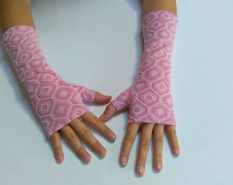 Pink and white printed jersey mitt
