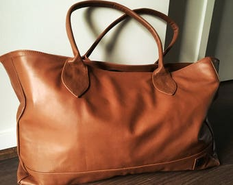 Tote bag handmade.Customisable tote handbag.Tan real leather tote traditional bag.Lined with pockets,rolled handles. Tan leather tote bag.