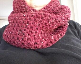 New Burgundy colori: Snood to wear as collar or hood